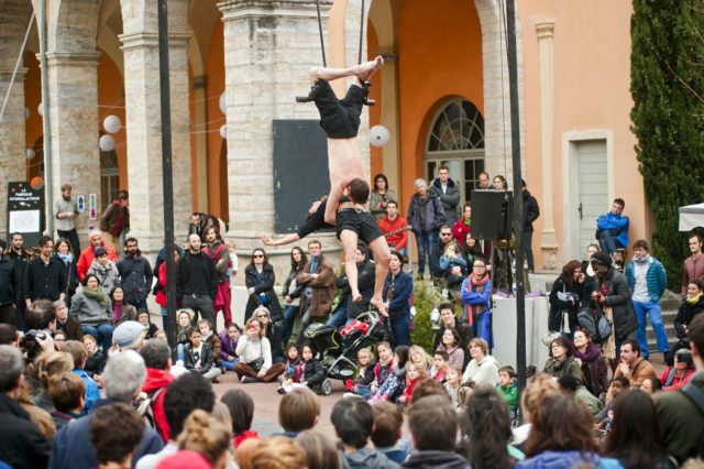 Cirque sur l'esplanade des Subsistances (2015) / photo : Romain Etienne, collectif item